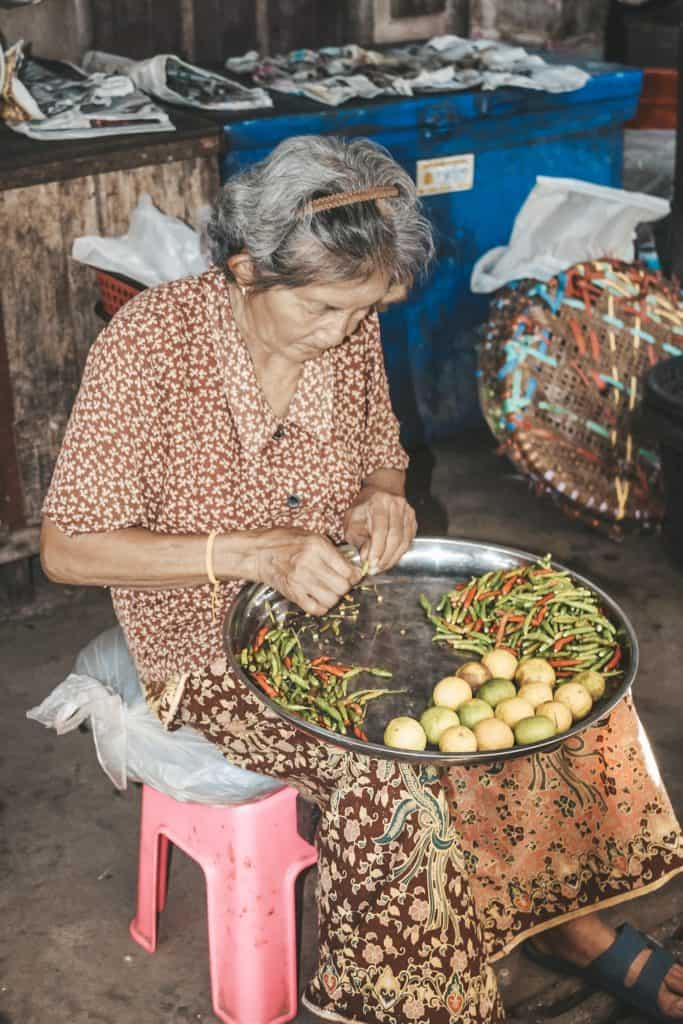 Tour of the Railway Market and Floating Market from Bangkok, Thailand #bangkok #thailand #railwaymarket #floatingmarket