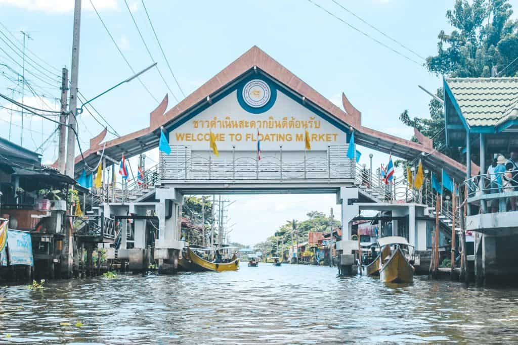 The floating market in Thailand... an entire market on the waterway and the vendors are each on their little boats. Tour of the Railway Market and Floating Market from Bangkok, Thailand. #bangkok #thailand #railwaymarket #floatingmarket