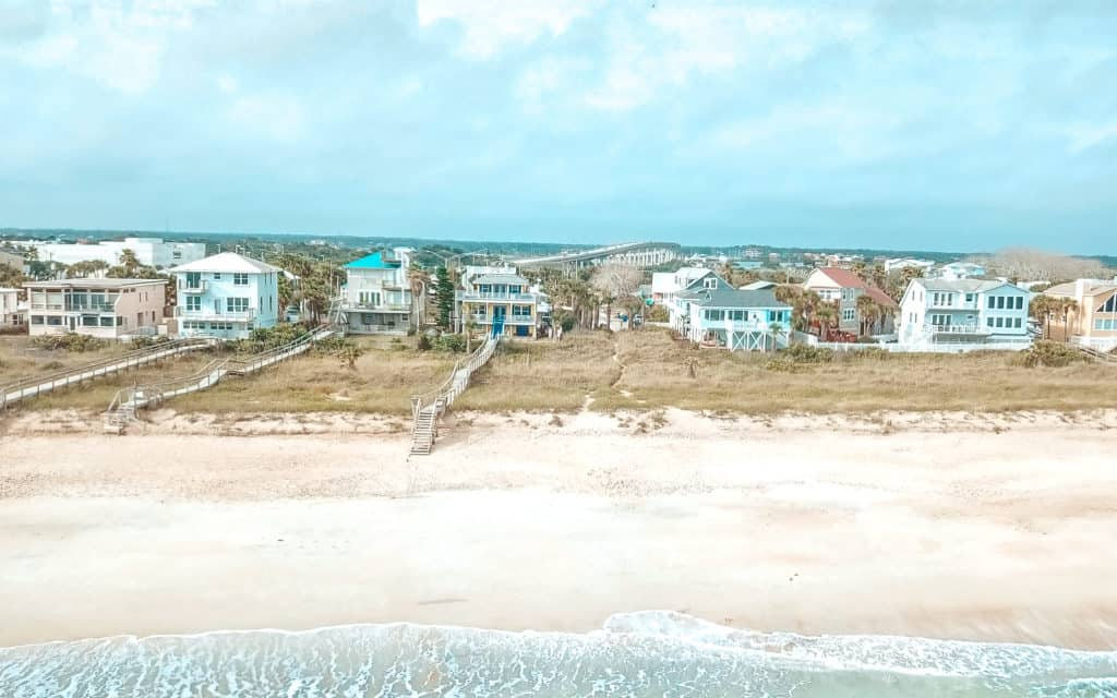 My favorite beach cottage in Florida are the Beachcomber Cottages on Vilano. This property is located just a few minutes from St Augustine, Florida.