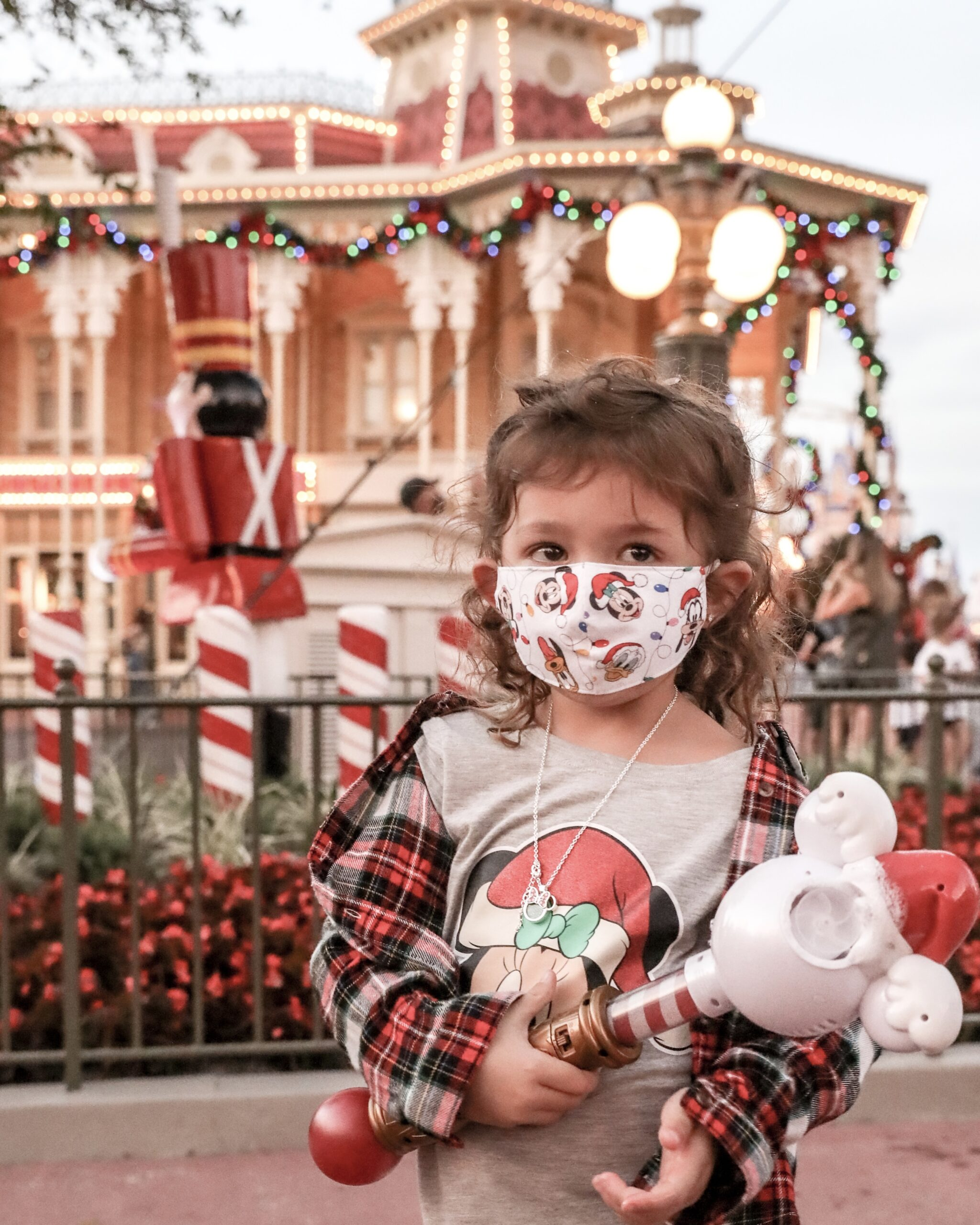 Disney during Christmas time in 2020 - My experience in Walt Disney World during a global pandemic | Magic Kingdom | Toy Story Land in Hollywood Studios | Christmas Decorations, Holiday Treats & Merchandise | Safety Measures in Place | Rides & Wait Times | Mask Requirements | Park Capacity | #Disney #DisneyWorld #MagicKingdom #HollywoodStudios #ToyStoryLand #Christmas #ChristmasDecorations #ChristmasinDisney